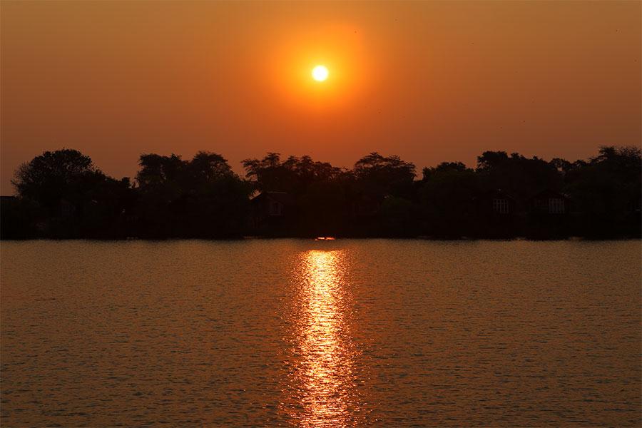 bootsfahrt-sonnenuntergang-simbabwe-sambesi