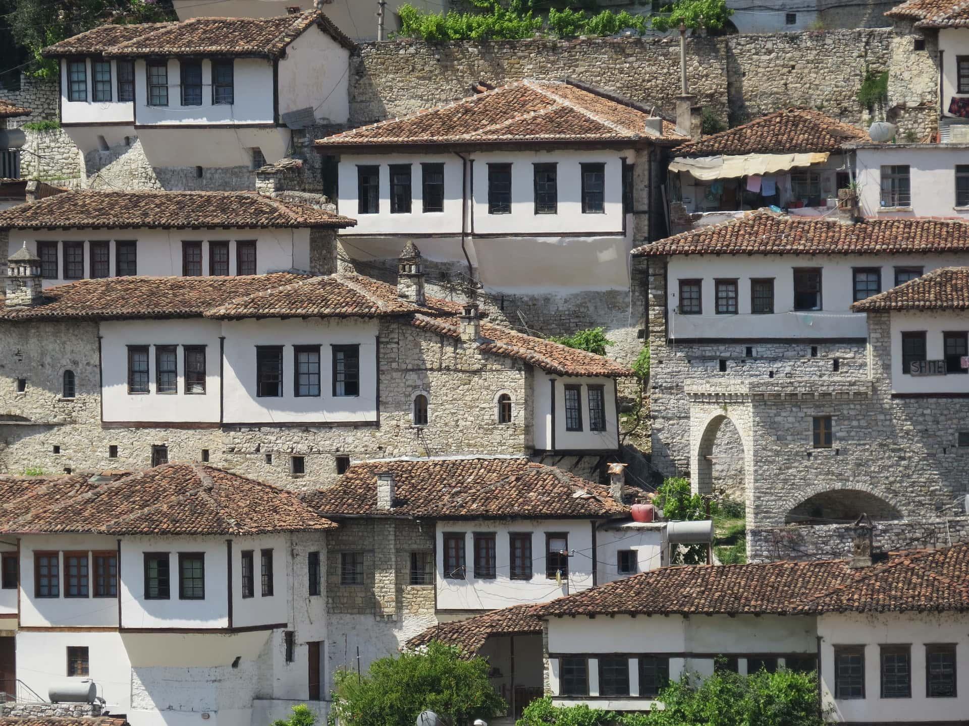 albanien-reise-stadt