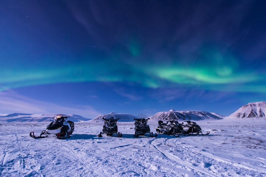gruppenreise-finnland-schneemobile-polarlichter