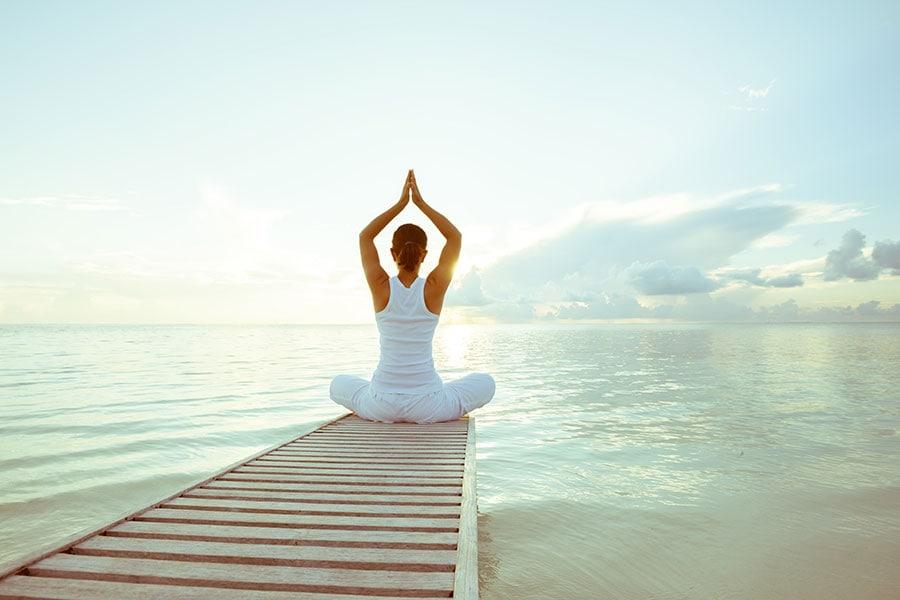 yoga-naturlandschaft-meer-estland